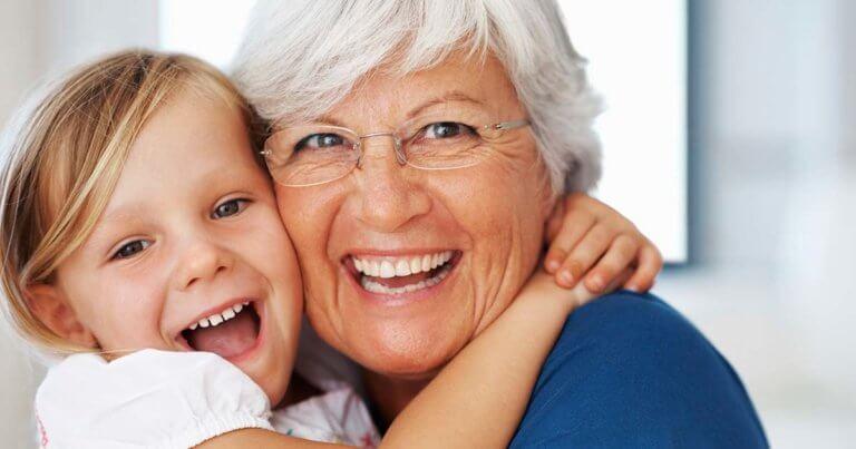 Abuelos y nietos, el papel de las personas mayores en la educación